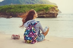 Girl_with_backpack_on_sand